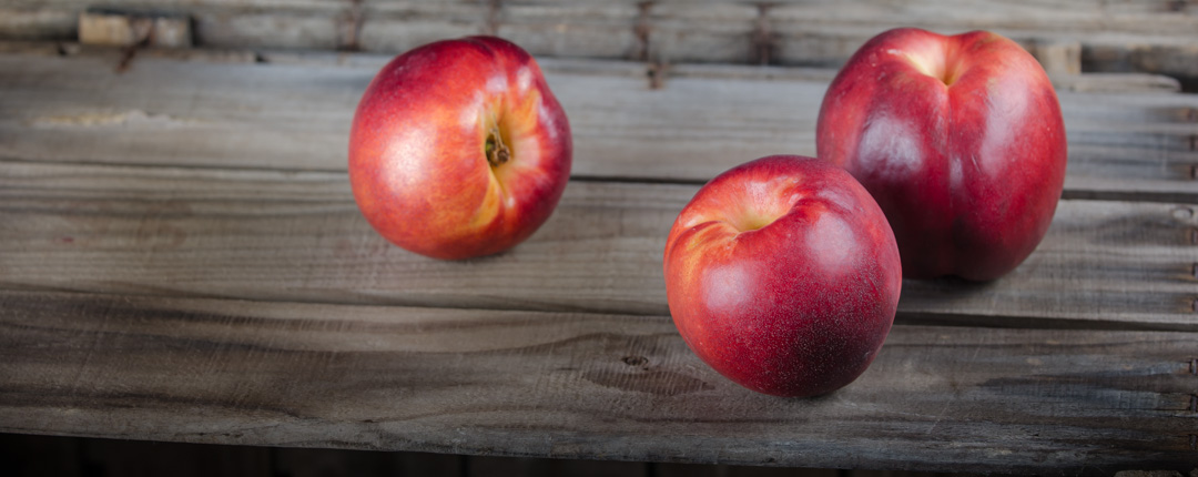 Nectarines, with a juicy and perfumed pulp and a more intense flavour than peaches